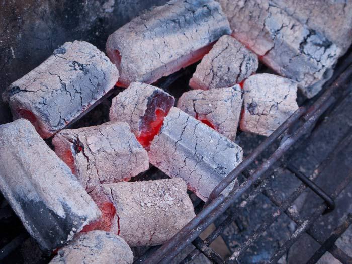 Gloeiende-Greek-Fire-briketten