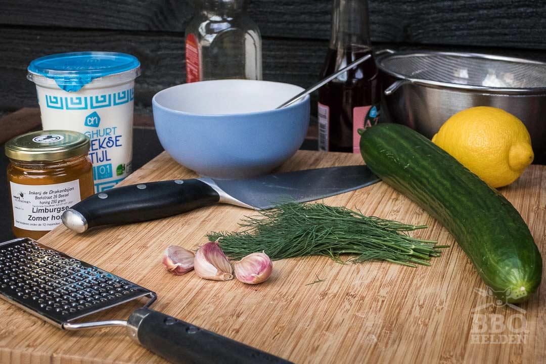 alle ingredienten voor de tzatziki