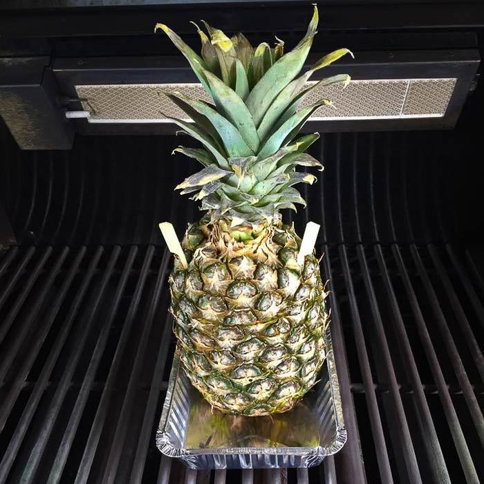 ananas-met-rum-klaar-van-de-barbecue-2