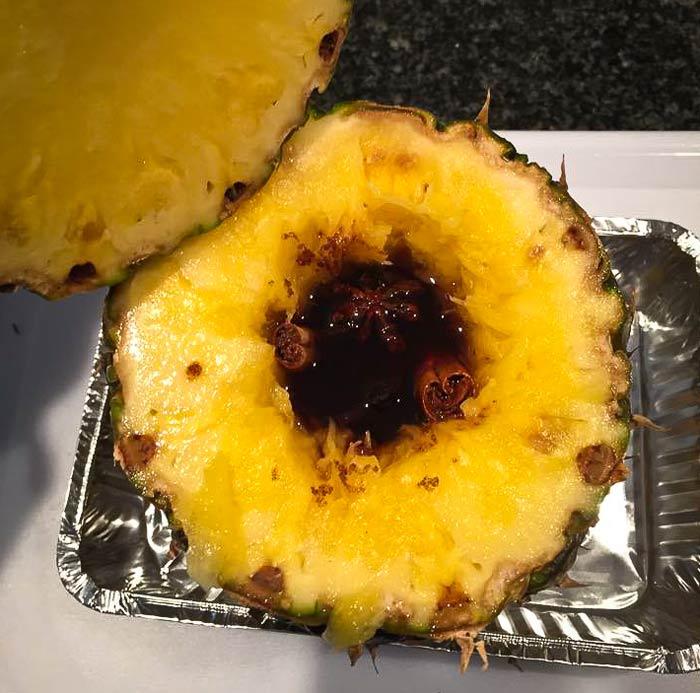 ananas-uithollen-vullen-met-alle-ingredienten