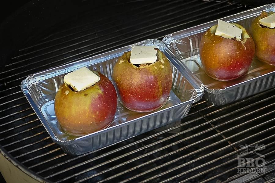 appels op de barbecue BBQ helden