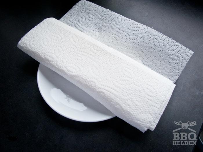 feta-rollen-in-keukenpapier-om-te-drogen