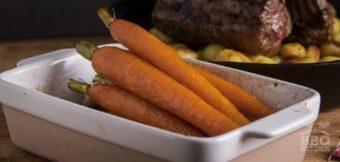 Geglaceerde wortels van de barbecue