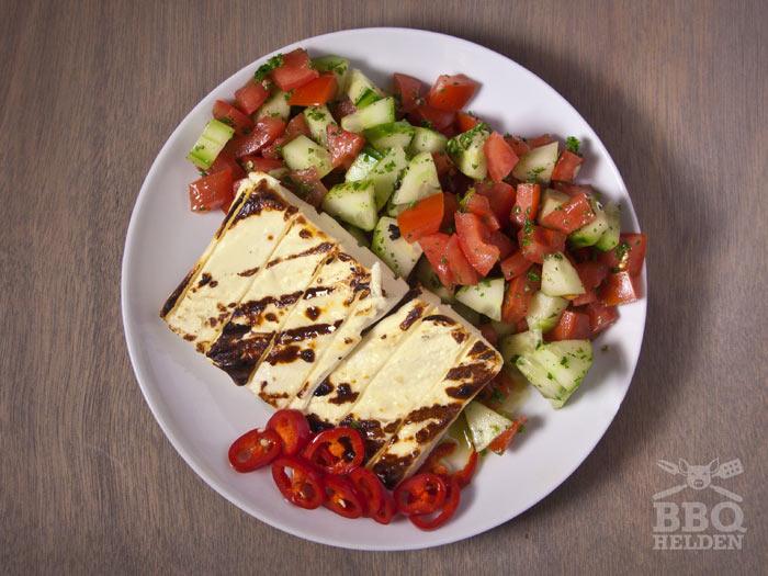 gegrilde-feta-met-tomaat-komkommer-salade