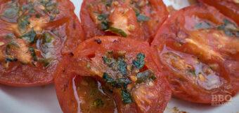 Gegrilde tomaat met salsa verde