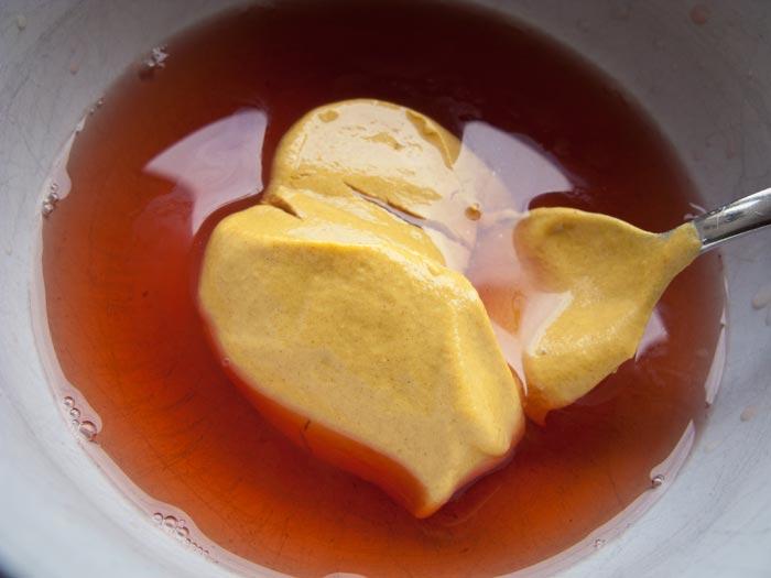 gelijke-delen-rode-wijnazijn-en-mosterd