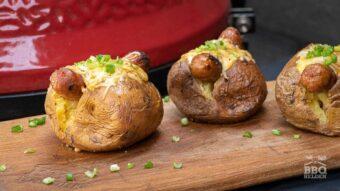 Gepofte aardappel en braadworst