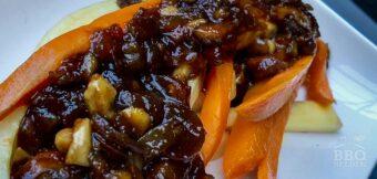 Groentefrites met appelstroop-dadelsaus