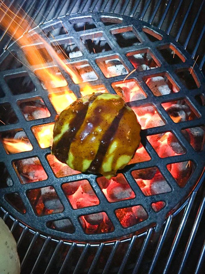 hamburger-met-kaas-en-barbecuesaus