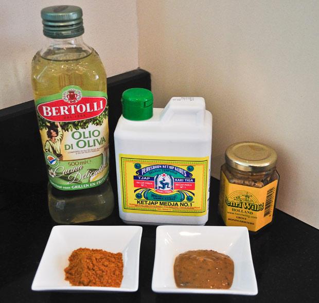 kerrie-djawa,-ketjap,-mosterd-en-de-olijfolie