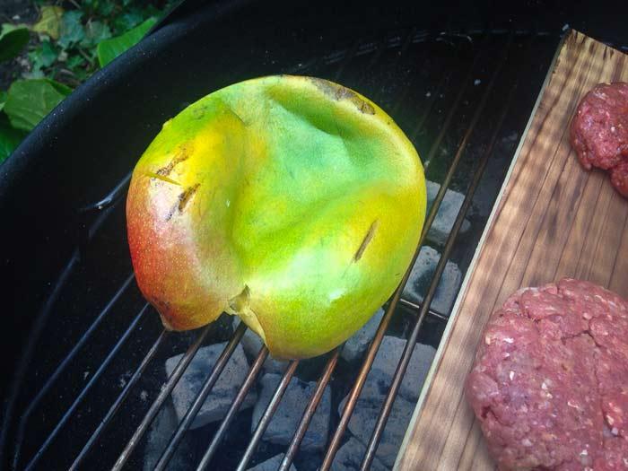 mango-op-zijn-kop-op-de-barbecue