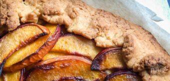 Perziken galette van de barbecue