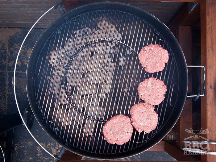 pork-burgers-rauw-indirect-op-de-barbecue