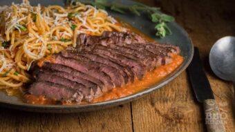 spaghetti met ribeye en pastasaus
