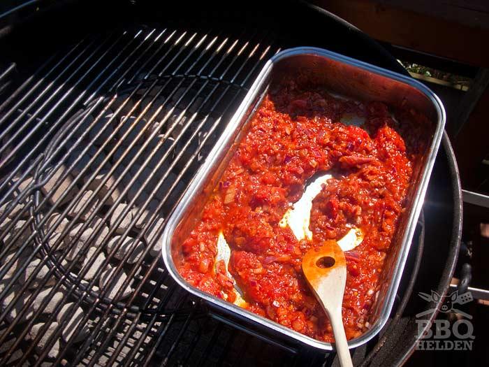 uitjes-en-tomatenpuree-en-tomaten-in-braadslee