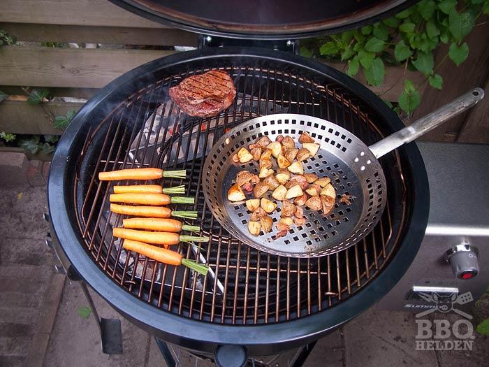 wortels-aardappels-en-ribeye-op-de-barbecue-2